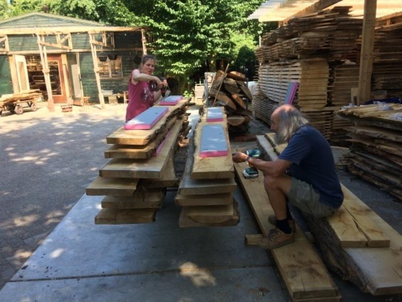Productie SUPfup's bij houtwerkplaats De Tafelboom.