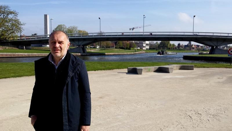 Denis dujardin en het groene budapark izi travel for Dujardin kortrijk