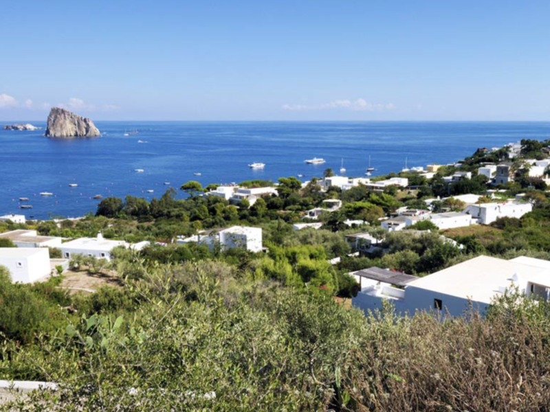 Panoramica da Panarea (foto Italia.it)