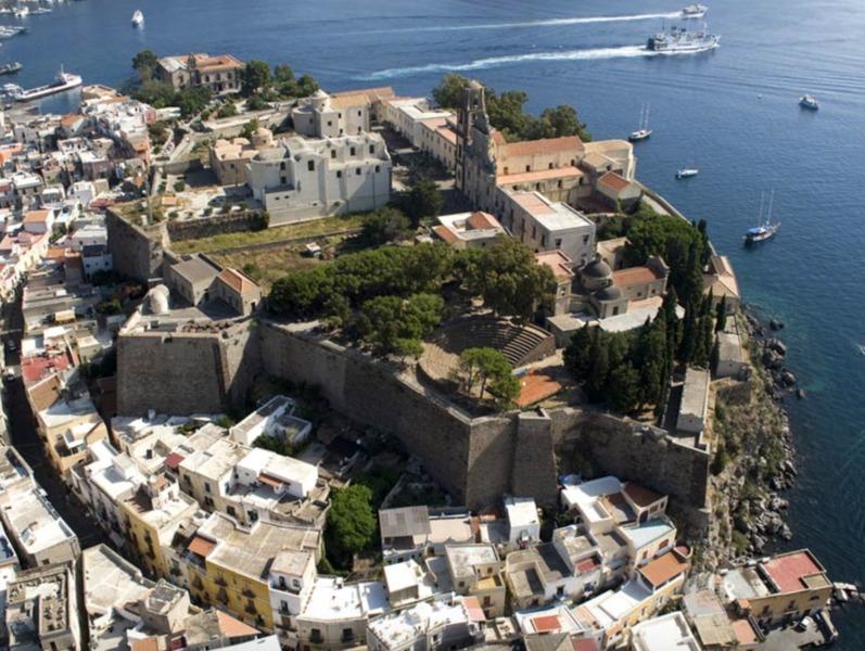 Vista aerea di Lipari (foto Italia.it)