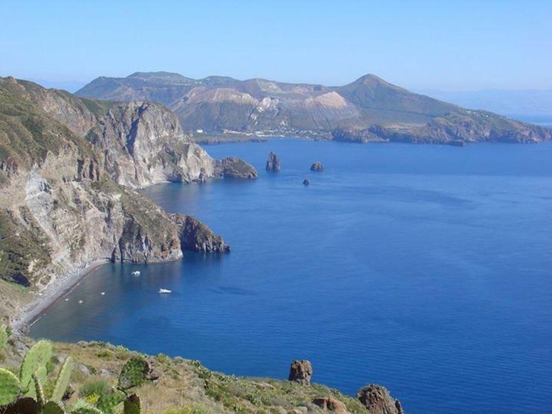 Isola di Vulcano vista da Lipari (foto di S. Campo)
