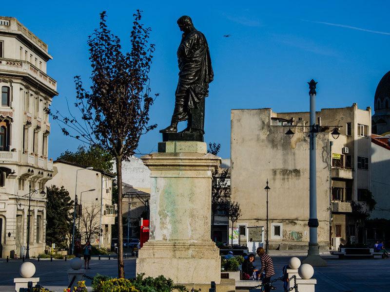 Statuia poetului Ovidiu Piata Ovidiu