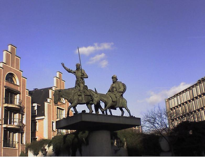 Spain Square / Sculpture of Don Quixote and Sancho Panza | izi.TRAVEL