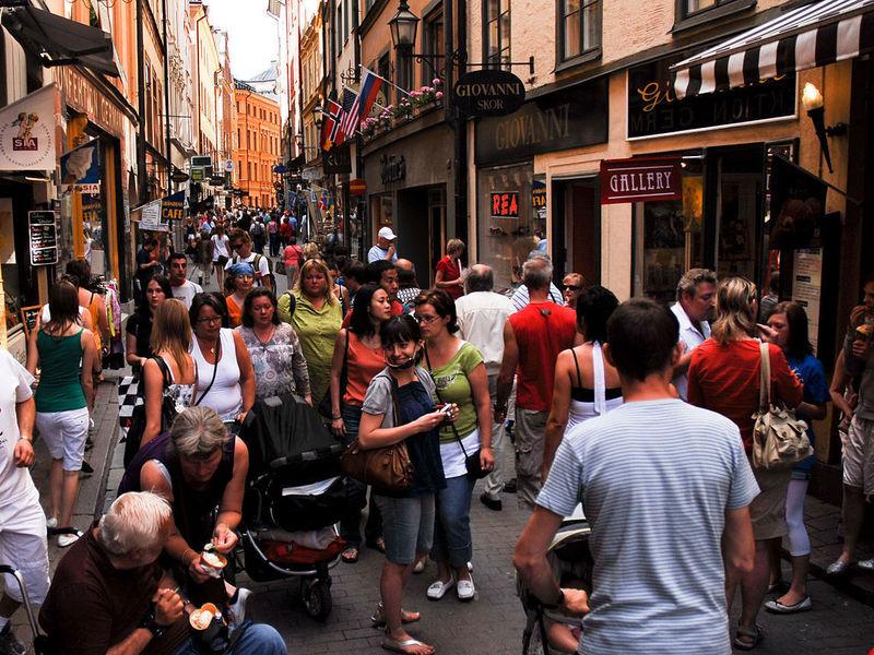 многолюдные улицы картинки трое