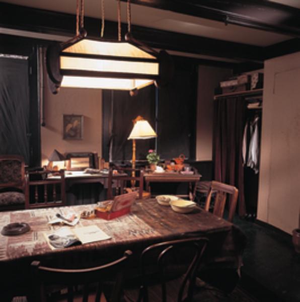 De kamer van hermann en auguste van pels izi travel - Kamer van water in de kamer ...