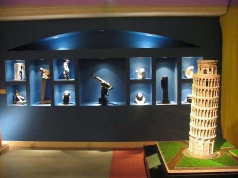 Leaning Tower of Pisa. Courtesy of Museo Tiflológico